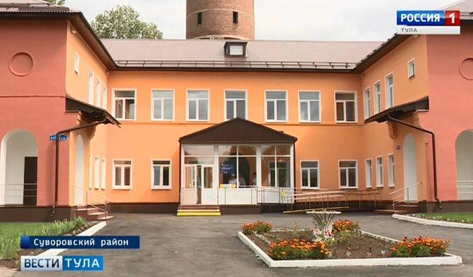 Алексей Дюмин проконтролировал ремонт в детской поликлинике Суворова