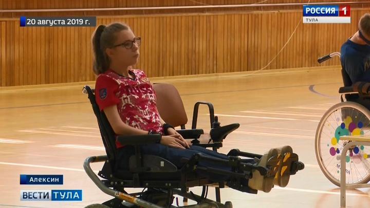 Попавшим в ДТП паралимпийцам передали новые коляски