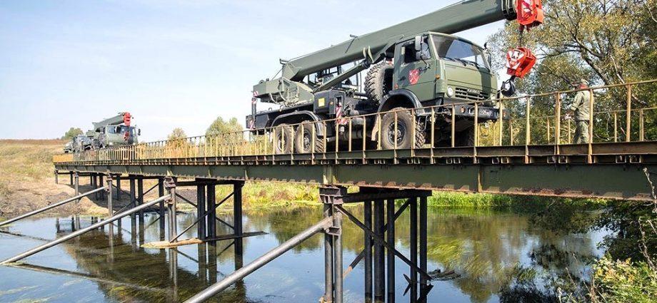 Новый мост через реку Плава, построенный военными строителями