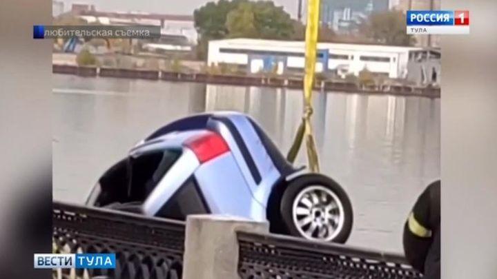 Житель Тульской области погиб в Москве, упав на автомобиле в реку