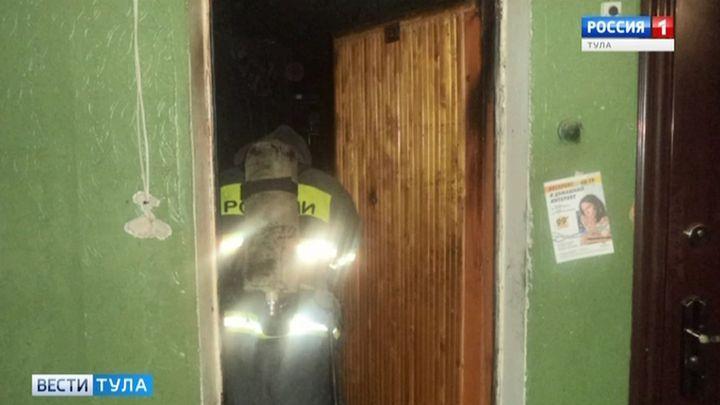 Из горящей квартиры в городе Щёкино эвакуировали детей