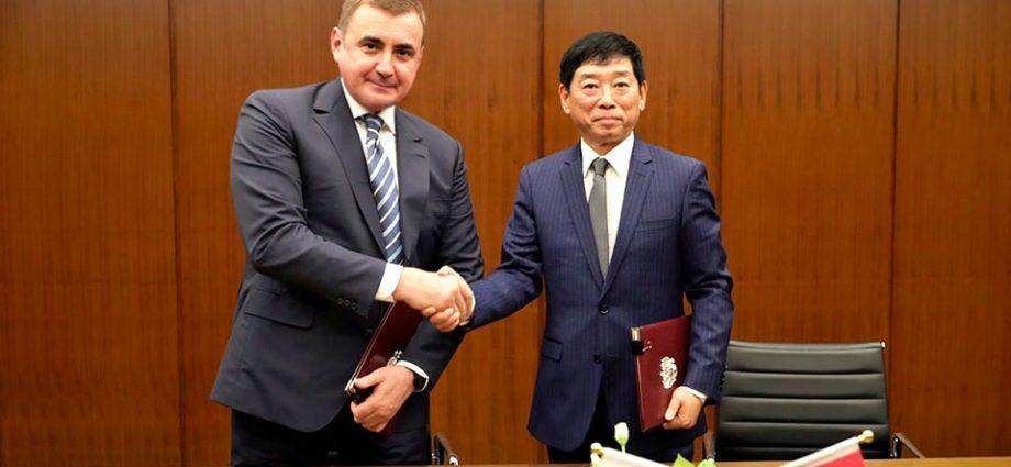 Губернатор Тульской области Алексей Дюмин и председатель совета директоров автоконцерна Great Wall Вэй Цзяньцзюнь