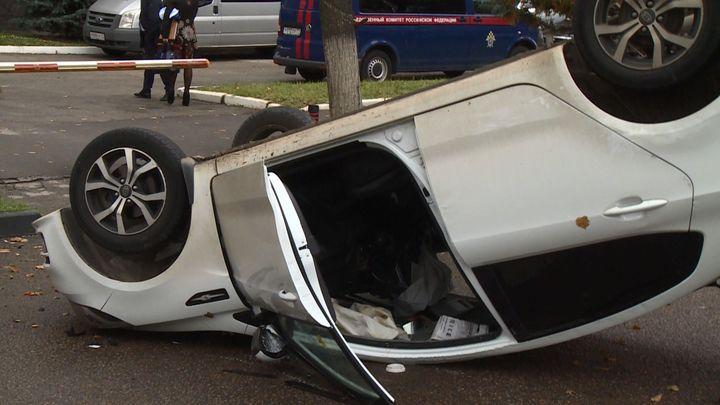 В Туле автомобиль перевернулся после столкновения