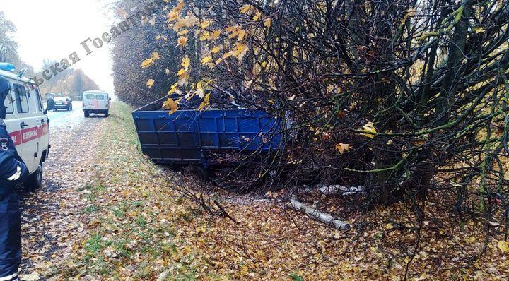 Водитель грузовика погиб, въехав в дерево