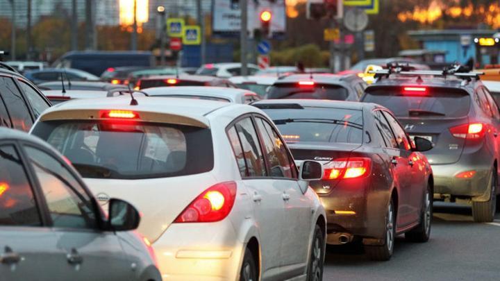 Утром туляки опоздали на работу из-за огромной пробки