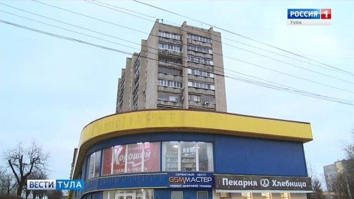 С балкона многоэтажки в Туле выпал мужчина