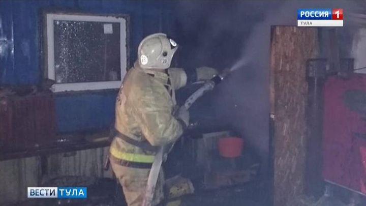 Во время пожара в Алексине пострадал разнорабочий