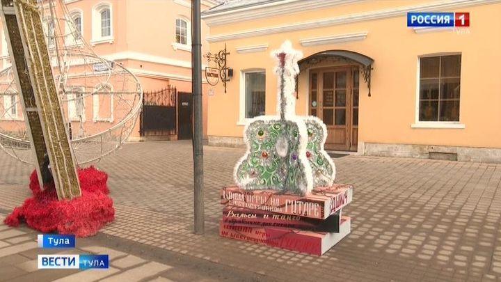В Туле проходит фестиваль креативных елок