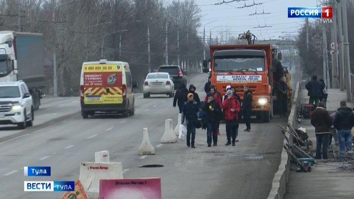 Во время ремонта Московского путепровода не подумали о пешеходах