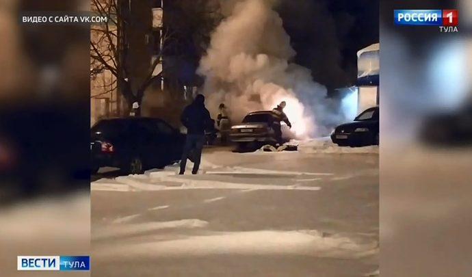 В Новомосковске сгорела «Волга» (видео)