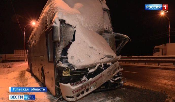 Пострадавшие в ДТП с автобусами остаются в больницах