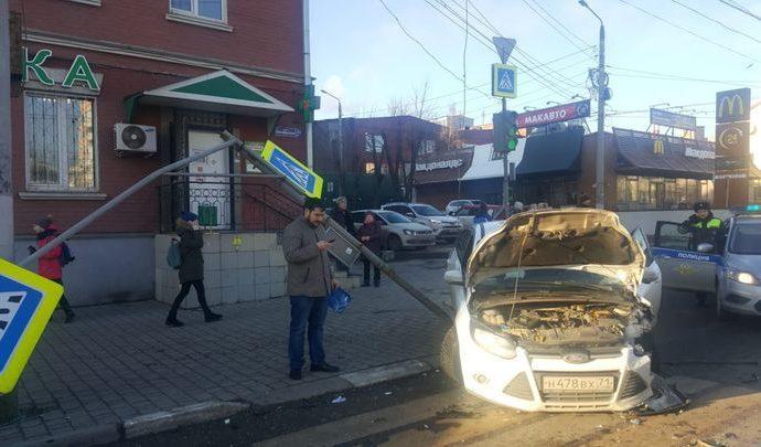 В Туле дорожный знак и быстрая реакция спасли пешехода (видео)