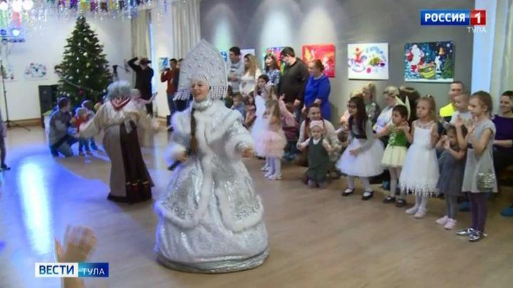 Юные туляки празднуют Новый год в традициях семьи Толстых