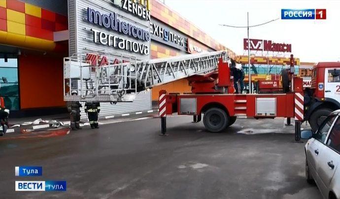 Забитая парковка около «Макси» может помешать пожарным