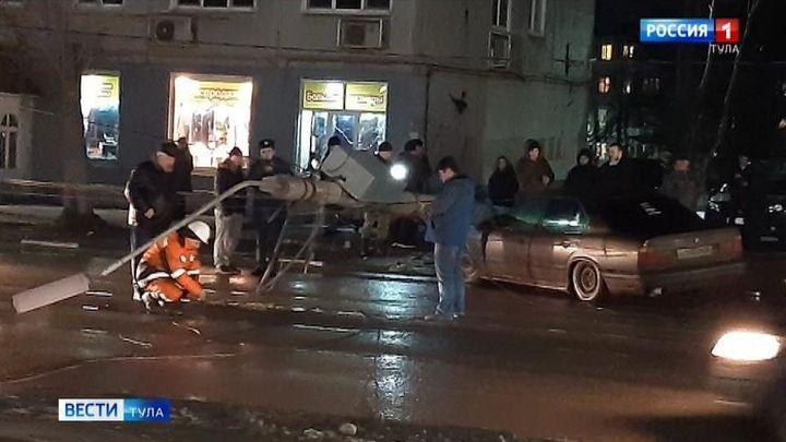 В Туле водитель иномарки сбил столб