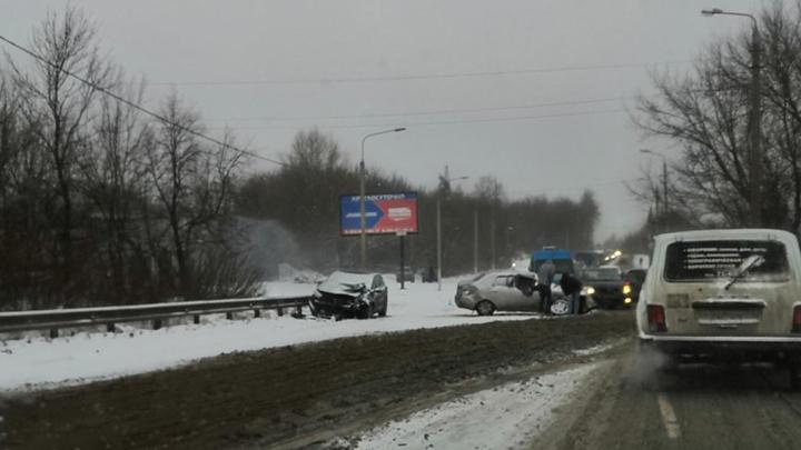 На Веневском шоссе столкнулись несколько автомобилей