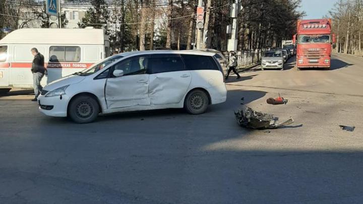 В Туле столкнулись Ford и Mitsubishi