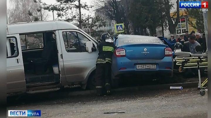 В Новомосковске в ДТП с участием маршрутки пострадали люди