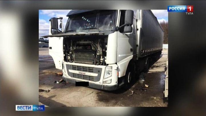 На Одоевском шоссе загорелась фура – погиб мужчина