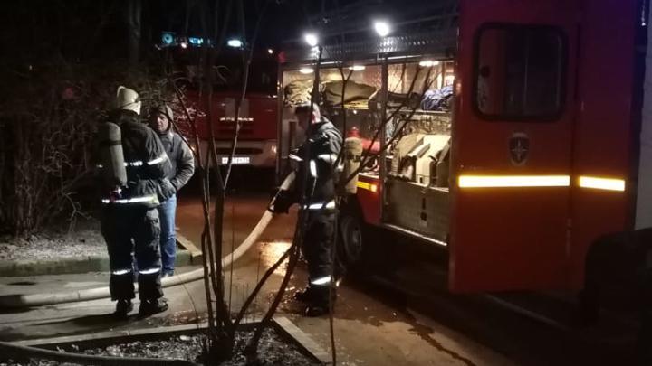 Тульские пожарные вывели из огня 12 человек