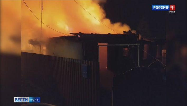 В Ясногорске ночью сгорел дом
