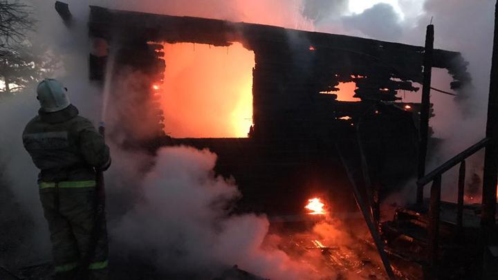 В Заокском районе в сгоревшем доме обнаружили тела трех человек