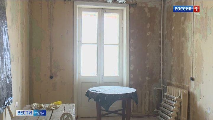 В Первомайском управляющая компания приводит в порядок жилье труженика тыла под контролем прокуратуры