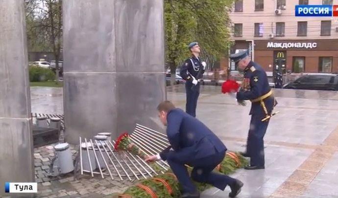 В День Победы в Туле к воинским мемориалам легли цветы