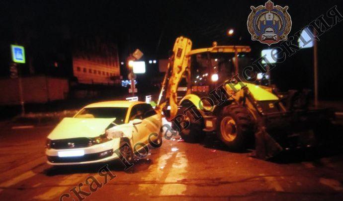 В Туле не разъехались «Volkswagen Polo» и трактор