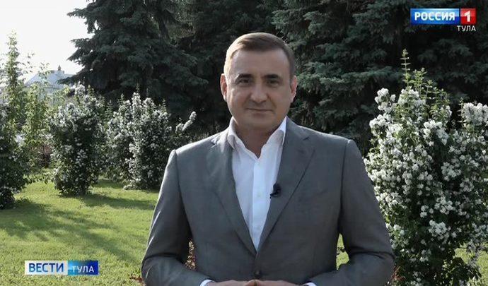 Алексей Дюмин поздравил выпускников с окончанием школы