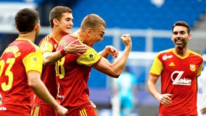 Евгений Луценко (Арсенал) празднует забитый гол