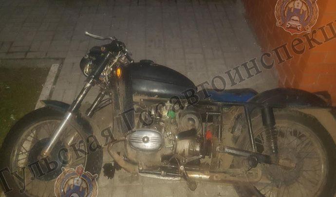 Под Киреевском мотоциклист без прав влетел в забор