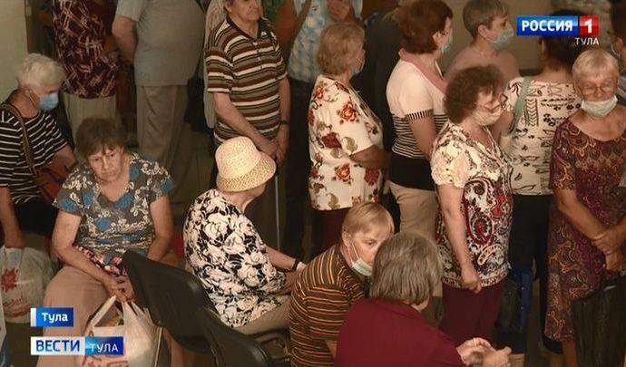 Сразу после самоизоляции тульских пенсионеров собрали в очередь