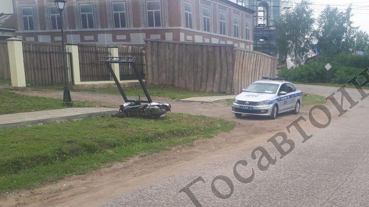 В Крапивне водителя скутера остановил рекламный щит