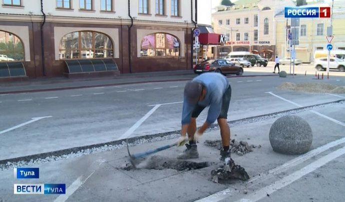 На площади Ленина в Туле рабочие разломали асфальт