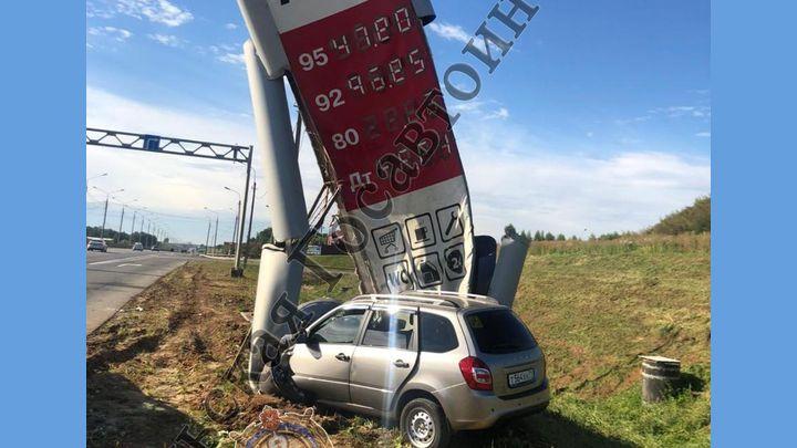 Под Тулой водитель «Гранты» сбил цены на бензин