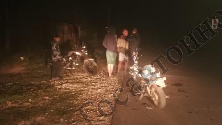В Венёвском районе бесправный мотоциклист протаранил мопед
