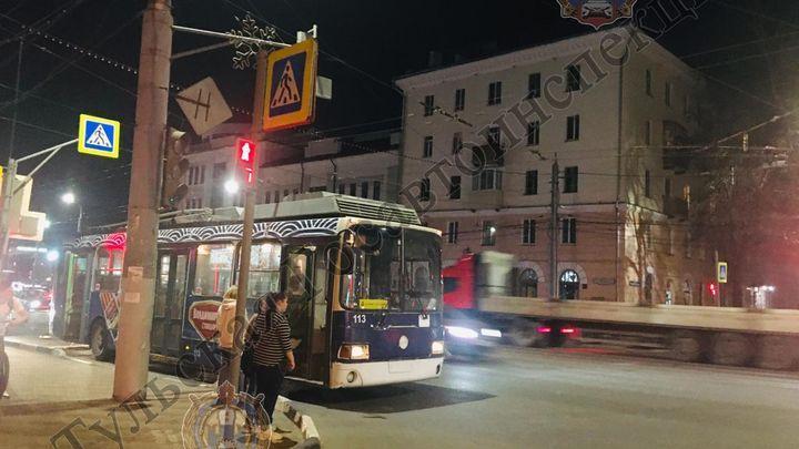 В Туле две девочки травмировались в троллейбусе