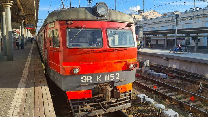 Злоумышленник украл из кабины электрички Москва - Тула огнетушитель