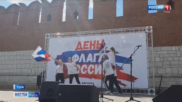 На Казанской набережной прошли мероприятия ко Дню Государственного флага