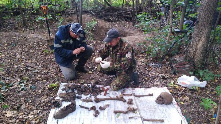 Поисковики отряда «Штурм» подняли останки двух красноармейцев