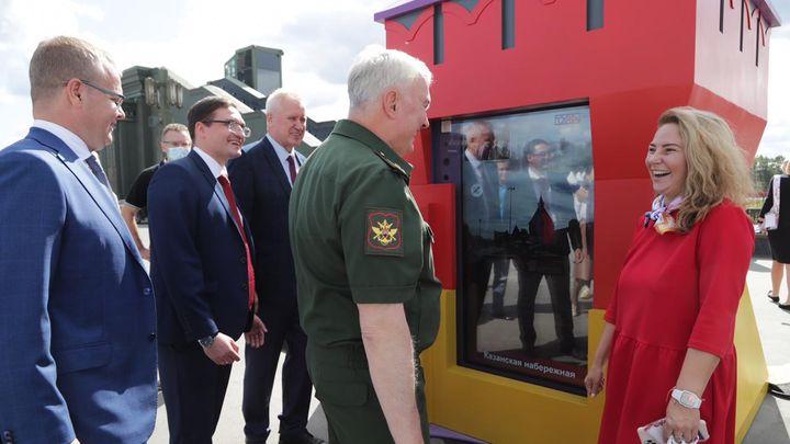 «Ростелеком» представил мобильную интерактивную дверь в московском парке «Патриот»