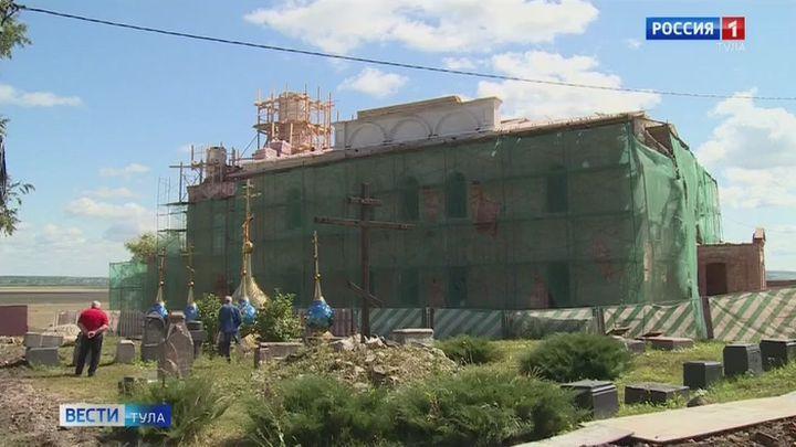 На Введенском храме в Белевском Спасо-Преображенском монастыре установили новые купола