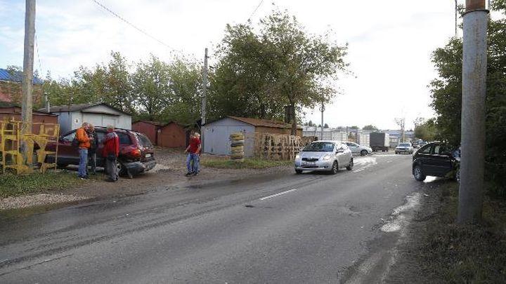 На проезде Энергетиков в Туле столкнулись две легковушки
