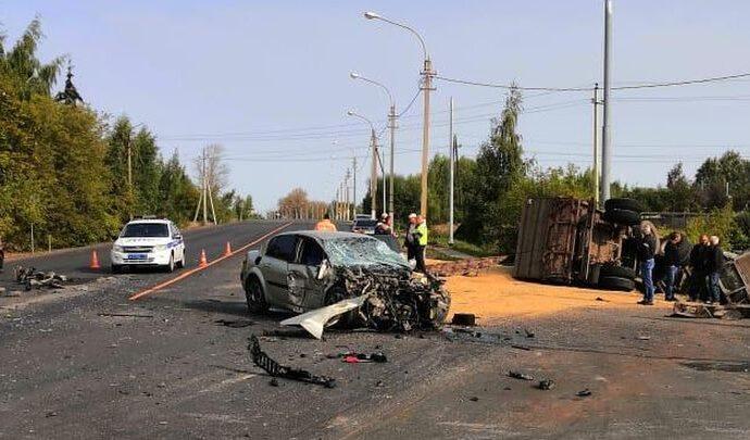 В Тульской области водитель легковушки выскочил наперерез грузовикам