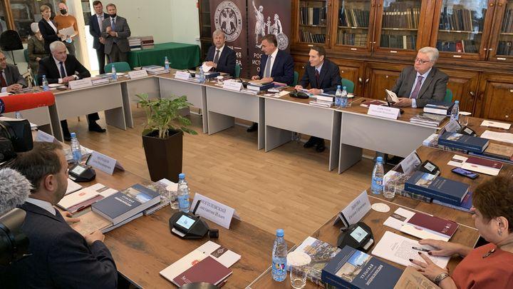 Алексей Дюмин принял участие в заседании Российского исторического общества