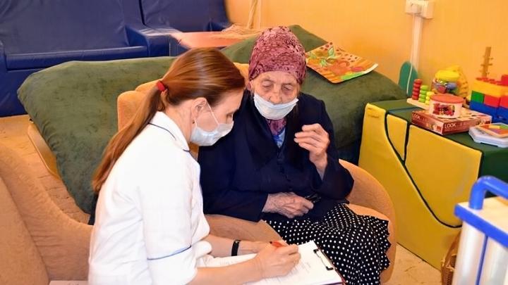 Сотрудников соцучреждений Тульской области в условиях пандемии простимулируют на 188 млн. рублей