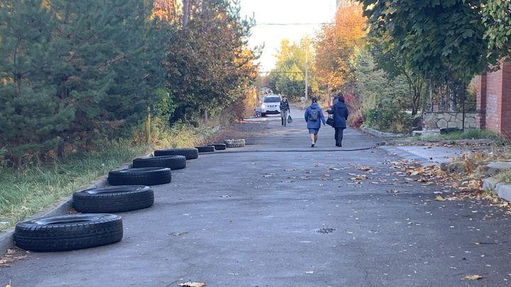 Жители коттеджного посёлка на Зеленстрое продолжили захват территории