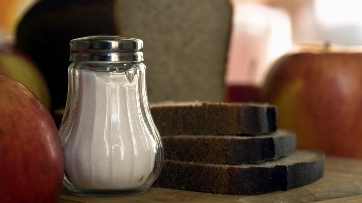 Соль, солонка