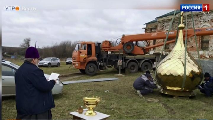 В селе Новоникольское освятили купола восстановленного храма